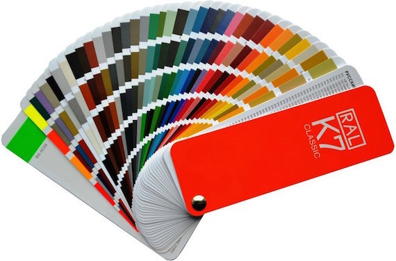 Farbfächer für Basteltisch